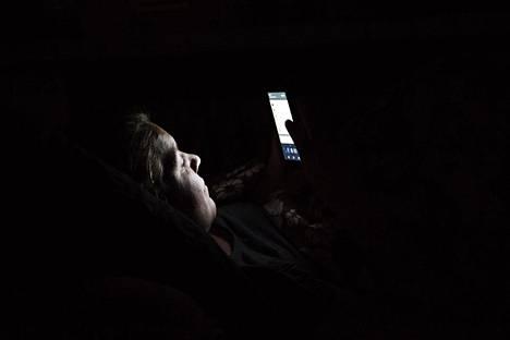 Pieni nettihäirintää ja -vihaa harjoittavien joukko on aiheuttamassa sen, että keskustelu siirtyy avoimesta internetistä paikkoihin, joihin nettihäiritsijöillä ei ole pääsyä, kertoo nettivihaa tutkinut professori Atte Oksanen.