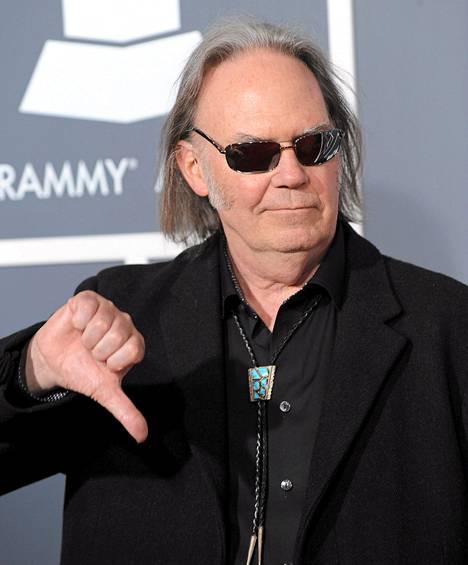 Muusikko Neil Young on kyllästynyt suoratoistopalveluiden huonoon äänenlaatuun. Kuva Grammy-gaalasta viime helmikuulta.