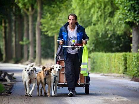Paulo Teixeira ja koirat matkalla pohjoiseen silloin, kun oli vielä lämmin.