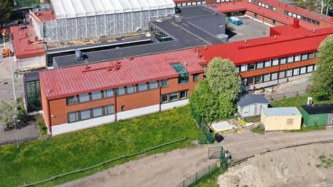 Tapanilassa sijaitseva Helsingin medialukio oli remontissa keväällä 2019.