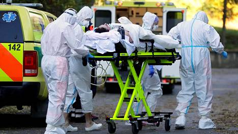 Covid-19-potilasta siirrettiin hoitoon Prahassa marraskuun alussa.