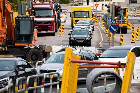 Uusien autojen hiilidioksidipäästöjen pitää vähentyä 37,5 prosenttia vuodesta 2021 vuoteen 2030.