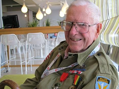 Yhdysvaltain 82. laskuvarjodivisioonassa palvellut Tom Blakey, 93, osallistui Normandian maihinnousun 70-vuotisjuhlallisuuksiin Caenissa Ranskassa torstaina. Kuvaaja: Tanja Vasama HS, kuvauspaikka: Caen, Ranska, aika: 5.6.2014