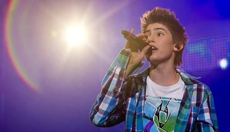 Robinia mainostettiin jo ennen Frontside Ollien julkaisua Suomen Justin Bieberinä.