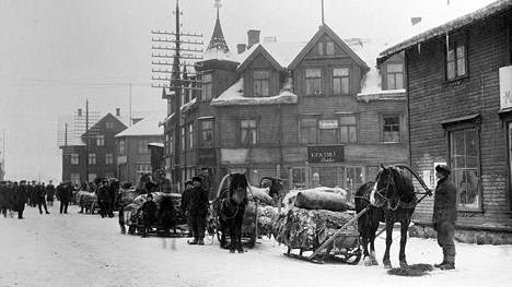Puuvillakuormasto lähtee Kirkkoniemestä talvella 1916.