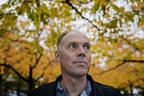 Geir Gulliksen on kirjoittanut runoja, esseitä, näytelmiä, lastenkirjoja ja romaaneja.