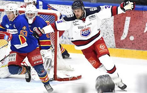 Pitkän liigauran tehnyt Jonne Virtanen pelasi TuTon paidassa Kiekko-Vantaata vastaan 27. syyskuuta 2019.
