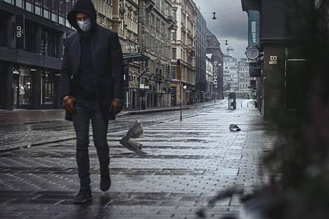 Tämä kuva on otettu Helsingissä Aleksanterinkadulla koronakevään alussa. Kuva tulee näyttelyyn kolmen metriä leveänä.