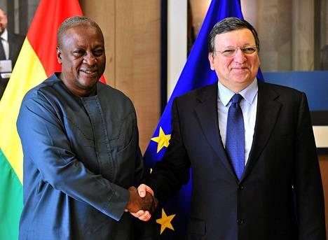 Euroopan komission puheenjohtaja Jose Manuel Barroso toivotti Ghanan presidentin John Dramani Mahaman tervetulleeksi huippukokoukseen tiistaina.
