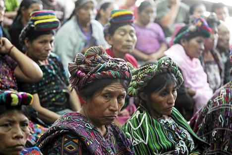 Ixil-alueen mayoja kokoontui kuuntelemaan Guatemalan entisen presidentin Efrain Rios Monttin oikeuskäsittelyä Guatemalassa tiistaina.