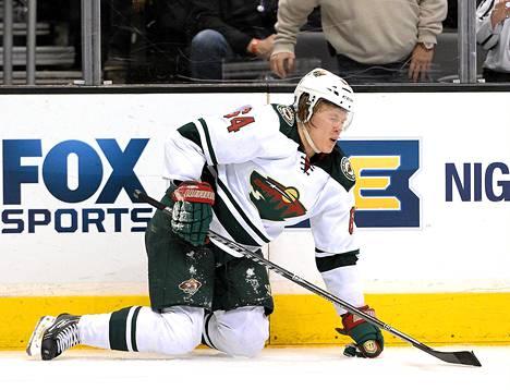 Mikael Granlundin ilme oli tuskainen törmättyään Jarret Stoll olkapäähän maanantain NHL-kierrosella.