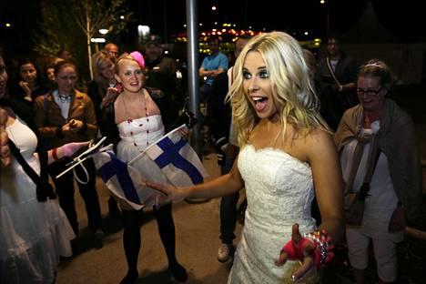 Krista Siegfrids edusti Suomea Euroviisuissa 2013 kappaleella Marry Me. Nyt hän kisaa Melodifestivalenissa pääsystä edustamaan tämän vuoden Euroviisuissa Ruotsia.
