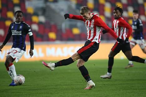 Brentfordin suomalaishyökkääjä Marcus Forss onnistui pitkän tauon jälkeen maalinteossa. Kuva 9. tammikuuta pelatusta FA Cupin ottelusta Middlesbroughia vastaan.