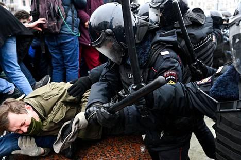 Moskovassa poliisi otti lauantaina kiinni yli 1300 ihmistä.