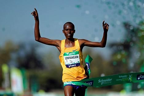 Paul Lonyangata oli miesten nopein Pariisin maratonilla.