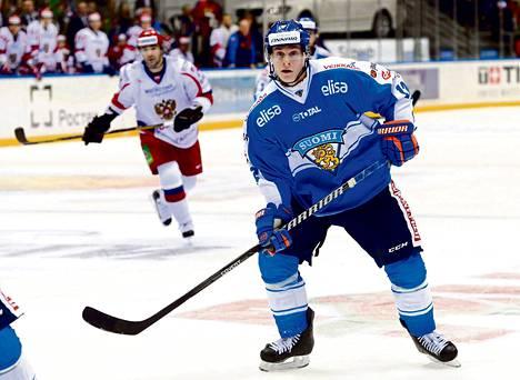 Mestiksestä noussut Olli Palola teki debyyttimaaottelussaan maalin ja hiljensi Sotšin tulevan olympia-areenan yleisön.