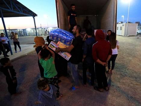 Syyrialaispakolaiset pakenivat Turkin hyökkäystä Domizin pakolaisleirille Dohukiin Irakissa.