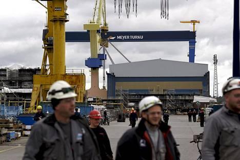 Meyerin telakka Turussa työllistää vuosi vuodelta enemmän. Työtä tarjoavat yhä lisää myös telakan alihankkijat. Työtä olisi meriteollisuudessa enemmän kuin työvoimaa on tarjolla.