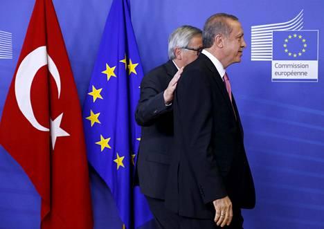 Euroopan komission puheenjohtaja Jean-Claude Juncker tapasi Turkin presidentin Recep Tayyip Erdoğanin Brysselissä lokakuussa 2015.
