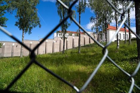 Etenkään suljetusta vankilasta käsin asunnon etsintä ei ole helppoa. Kuvassa Riihimäen vankila.