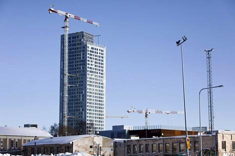 Majakka Helsingin Kalasatamassa on yksi kahdeksasta Redi-kokonaisuuden tornitalosta.