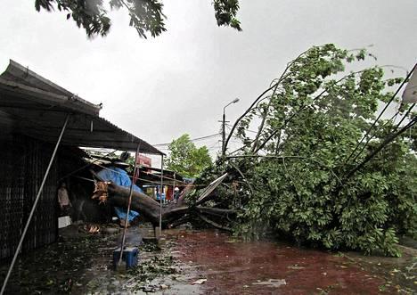Taifuuni iski Vietnamin rannikolle maanantaina.