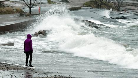 An outsider on the shores of Kaivopuisto, Helsinki, November 19, 2020 during the Liisa storm.