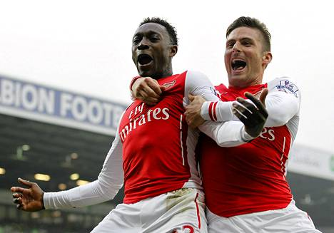 Danny Welbeck ja Olivier Giroud juhlivat Arsenalin voittomaalia.