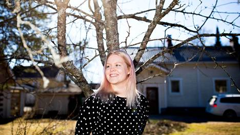 Tamperelainen Emmi Oikkonen, 29, innostui sijoittamisesta puoli vuotta sitten. Aluksi sijoittaminen jännitti, mutta vähitellen itsevarmuus on lisääntynyt.