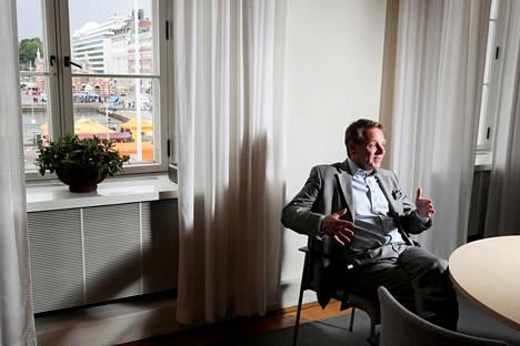Helsingin pormestari Jan Vapaavuori keskiviikkona työhuoneessaan Helsingissä.