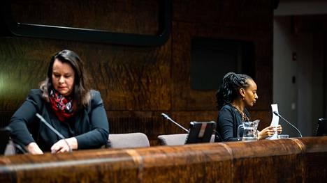 Perustuslakivaliokunnan päätöksestä kertoi puheenjohtaja Johanna Ojala-Niemelä (sd) ja eriävästä mielipiteestä jäsen Bella Forsgrén (vihr).