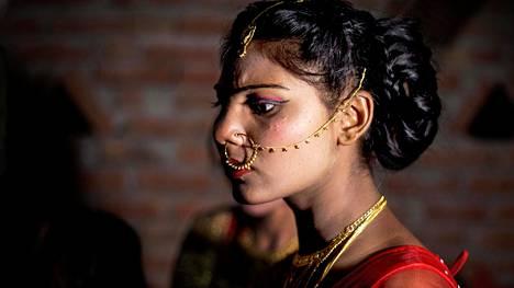 14-vuotias Rekha on menossa naimisiin.
