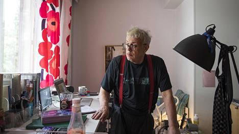 """Olli Stålström on kasvanut aikuiseksi aikana, jolloin homoseksuaalisuus oli vielä rikos ja sairaus Suomessa. Hän sanoo, että Suomi on muuttunut """"radikaalisti parempaan suuntaan"""" hänen elinaikanaan."""