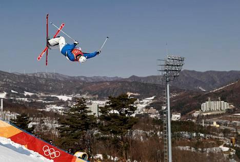 Pyeongchangin olympialaiset ovat alkamassa. Torstaina Etelä-Korean Woo jae-choi harjoitteli kumparelaskurinteessä.