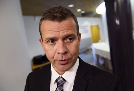 """Petteri Orpo pitää turvapaikanhakijoiden järjestelykeskuksen perustamista """"järeänä keinona""""."""