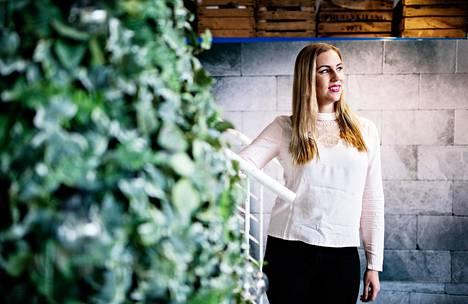 """Sanni Kaikkonen johtaa omistamaansa Sunnyone Promotions -yritystä. Hänelle yritysmyönteinen hallitus ja sen päätökset ovat """"ilon aihe""""."""