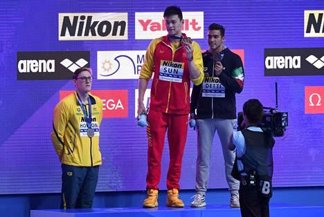 Australialainen MM-hopeamitalisti ei suostunut nousemaan maailmanmestaruuden voittaneen ja dopingista epäillyn kiinalaisen Sun Yangin vierelle, toisin kuin pronssille uinut Italian Gabriele Detti.