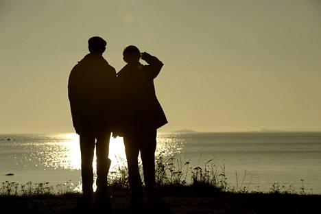Sukupuolten välinen ero elinajanodotteessa on kaventunut.