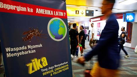 Zikaviruksesta varoittava kyltti Jakartan lentokentällä Indonesiassa. Indonesia ei enää ole zikaviruksen epidemia-aluetta.