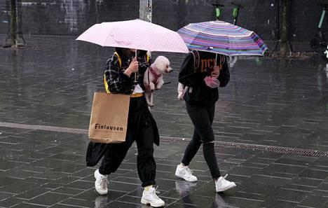 Helsingissä sateiden ennustetaan kestävän lauantaina koko päivän.