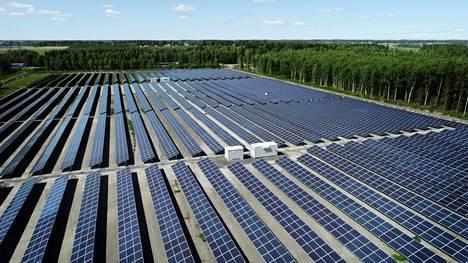 Atrian tehtaan aurinkopuiston laajin yksittäinen aurinkopaneelikeskittymä sijaitsee tehtaan entisen avokompostin paikalla.