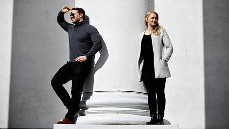 Pariskunta Atte ja Karoliina Mellasen mielestä millenniaaleja voi myös kritisoida. Esimerkiksi siitä, että he ovat usein innokkaampia tekemään kuin pyytämään neuvoa.