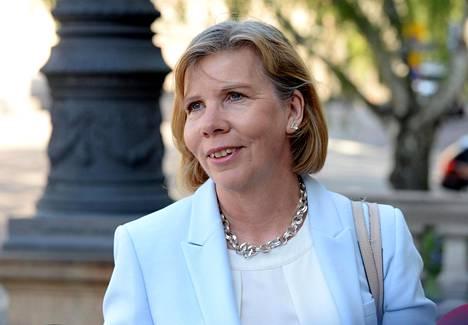 Oikeusministeri Anna-Maja Henriksson Säätytalolla Helsingissä maanantaina.