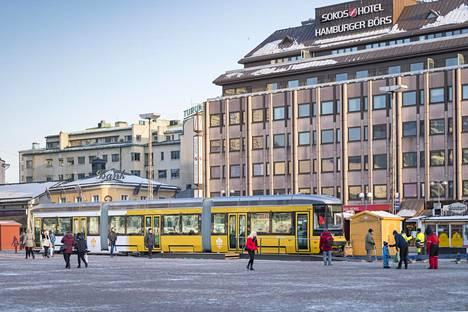 Raitiovaunuyritys Transtech ja linja-autoyritys Nobina ovat käynnistäneet lobbaustoiminnan Turussa. Transtechin raitiovaunua pääsi ihmettelemään Kauppatorilla.