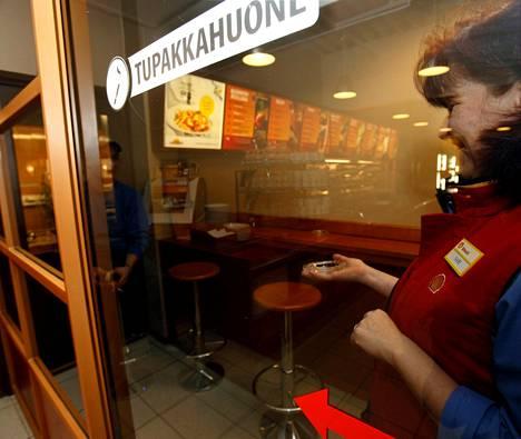 Konalan Helmi-Simpukan ravintolan tupakkatilat vuodelta 2007, jolloin ravintoloiden tupakointikielto tuli voimaan.