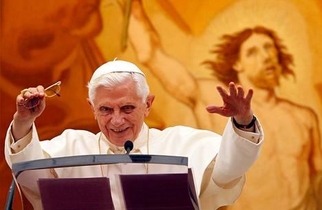 Paavi Benedictus XVI kesäasunnollaan Castel Gandolfossa.