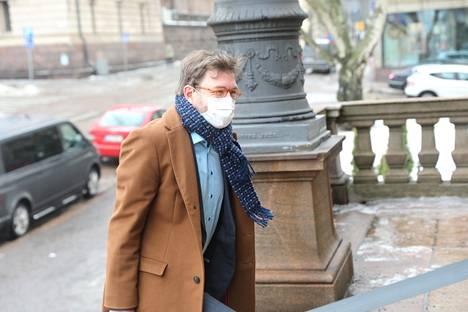 Liikenne- ja viestintäministeri Timo Harakka (sd) sanoi kannattavansa esitystä.