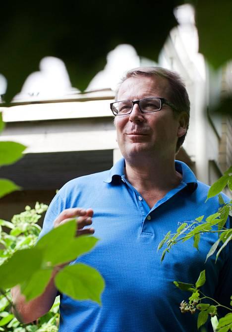 """Suomen turvallisuusneuvostokampanja on YK-suurlähettiläs Jarmo Viinasen mukaan hänen uransa selvästi vaativin tehtävä. Jos Suomi pääsee lokakuussa neuvostoon, edustuston työ muuttuu paljon. """"Kokousten määrä kasvaa. Nyt olemme katsojia ja analyytikkoja. Jos olisimme turvallisuusneuvostossa, olisimme itse pelaamassa"""", hän sanoo."""