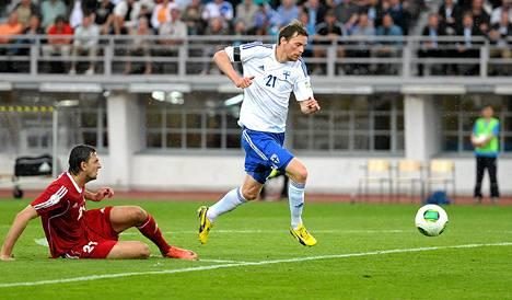Näin Kasper Hämäläinen karkasi Valko-Venäjän puolustuksesta keväällä 2013 pelatussa MM-karsintaottelussa.