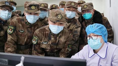 Armeijan lääkintäjoukkoja oli tullut avuksi koronavirusepidemian hillitsemistehtäviin Jinyintanin sairaalaan Wuhanissa sunnuntaina.